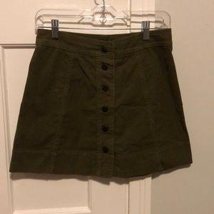 Made well button skirt